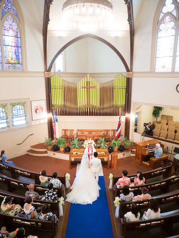 ファーストウェディング  カウマカピリ教会でのハワイウェディング
